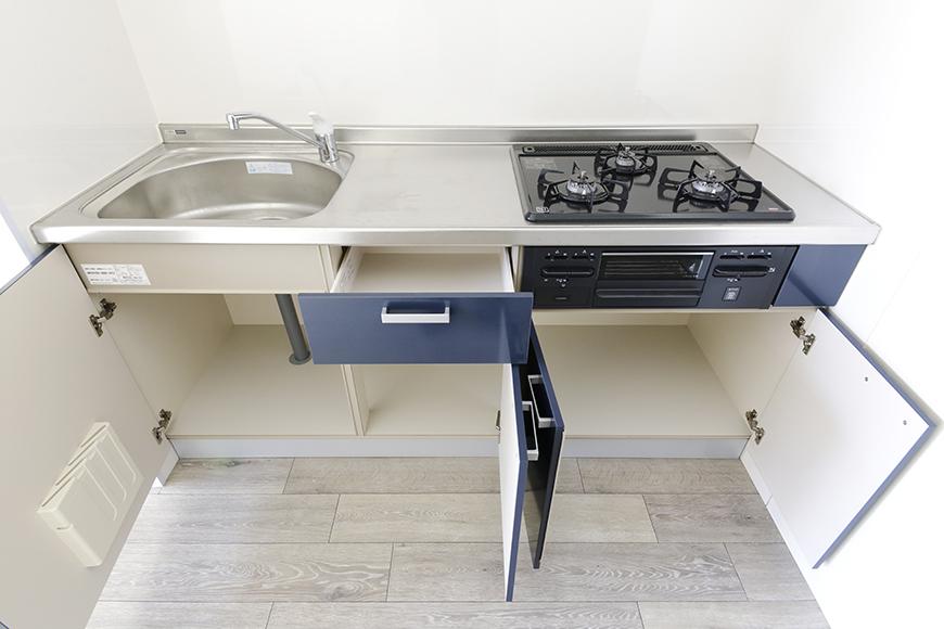【おがわビル】601号室_LDK_キッチン周り_足もと収納_MG_3015