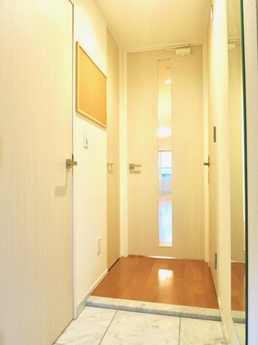洗練された玄関。コンシェルジュがいる賃貸マンション。ロイヤルパークスERささしま2