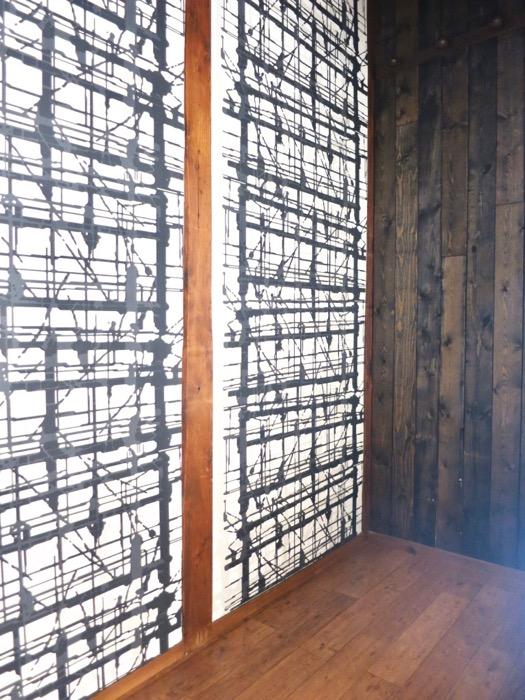 廊下の納戸も和風テイストの木張り。収納スペース。古民家風戸建てリノベーション。BB Style~SAKIGAKE~2