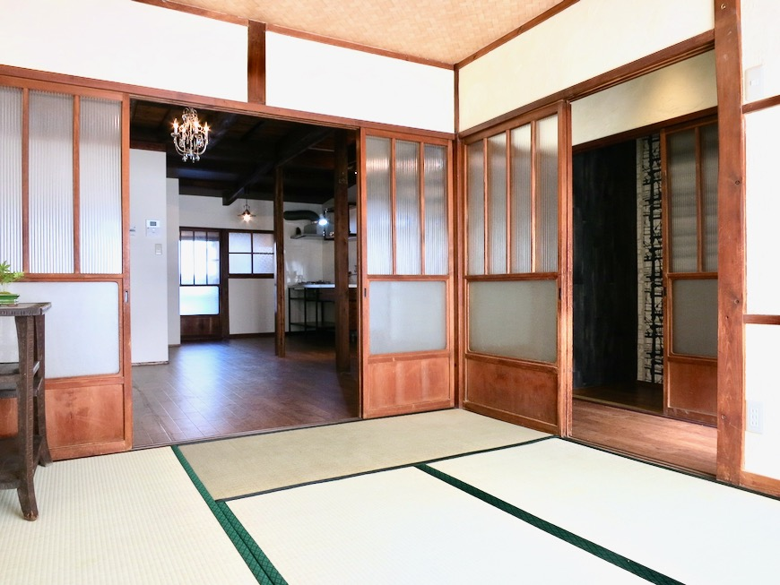 和室。丸窓・漆喰・畳・6帖 古民家風戸建てリノベーション。BB Style~SAKIGAKE~3