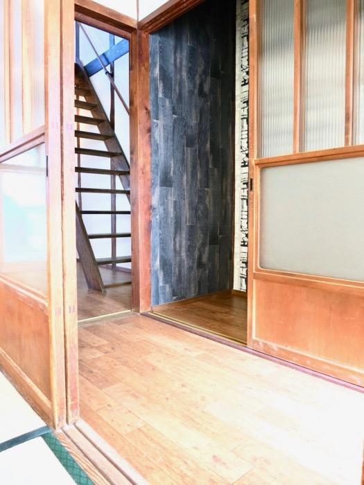 美しく引き戸が並ぶ和の廊下。古民家風戸建てリノベーション。BB Style~SAKIGAKE~2
