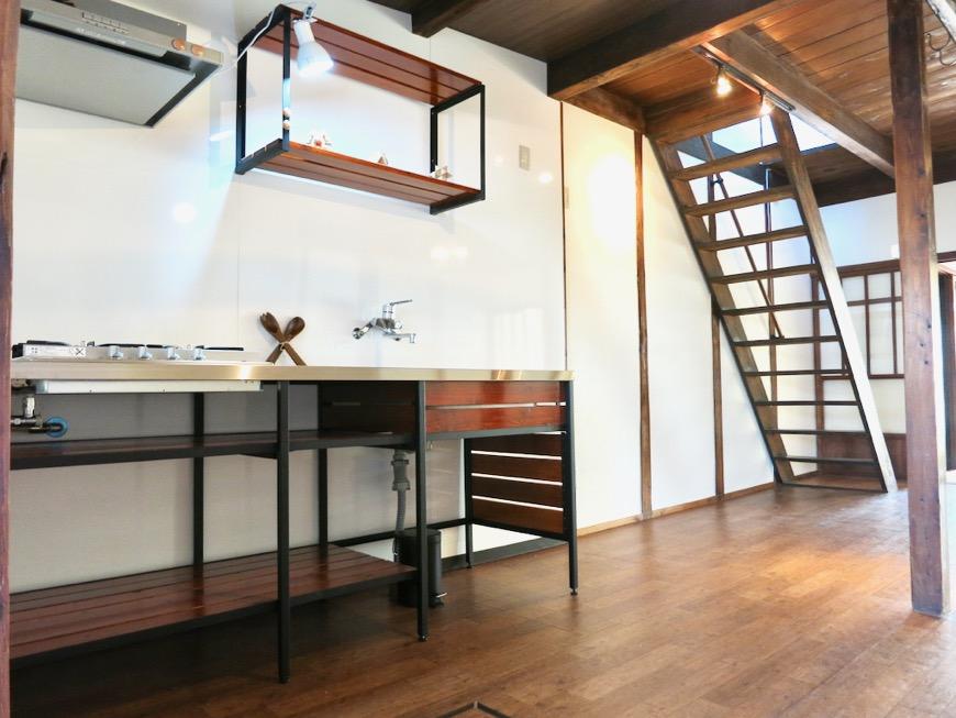 台所はシムテムキッチン。古民家風戸建てリノベーション。BB Style~SAKIGAKE~3