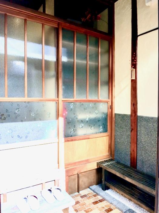 丸窓がある和風の玄関。古民家風戸建てリノベーション。BB Style~SAKIGAKE~0