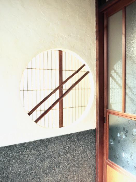 丸窓がある和風の玄関。古民家風戸建てリノベーション。BB Style~SAKIGAKE~2
