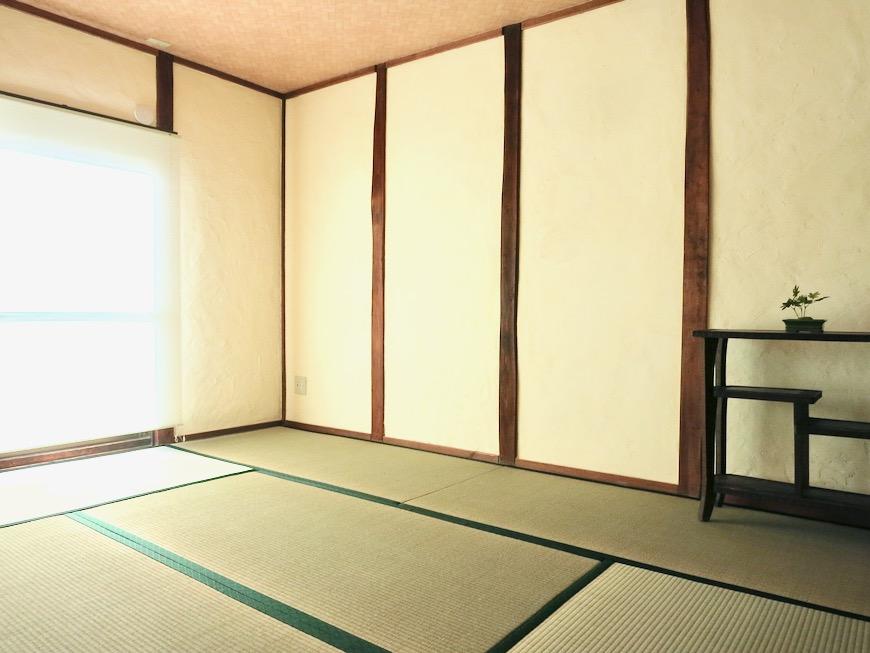 和室。丸窓・漆喰・畳・6帖 古民家風戸建てリノベーション。BB Style~SAKIGAKE~2