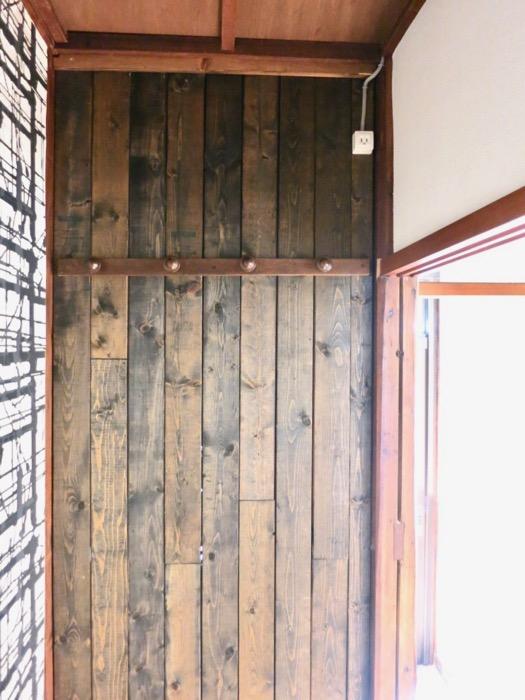 廊下の納戸も和風テイストの木張り。収納スペース。古民家風戸建てリノベーション。BB Style~SAKIGAKE~1