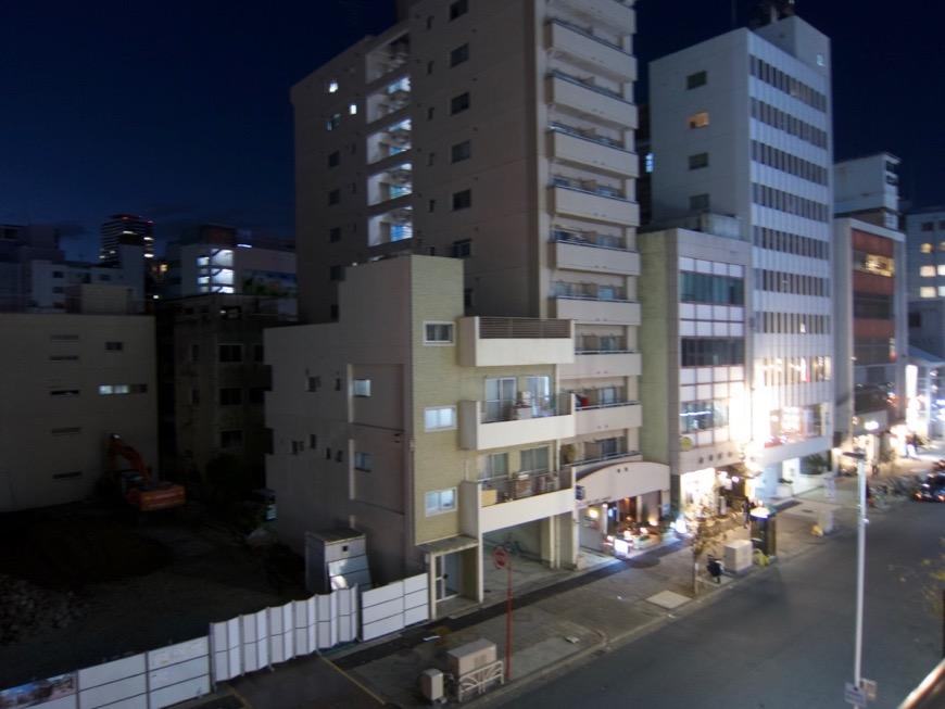 7.8帖洋間。バルコニーからの眺め。矢場町・栄 モダンヴィンテージなお部屋。お洒落なリノベ。 ARTPIA SAKAE 401号室1