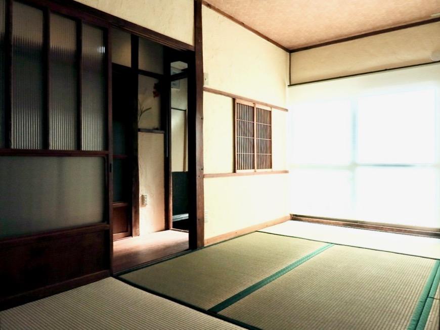 和室。丸窓・漆喰・畳・6帖 古民家風戸建てリノベーション。BB Style~SAKIGAKE~11