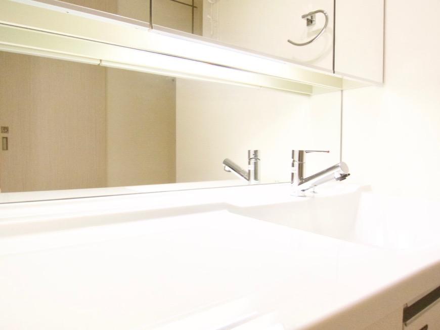 清潔感あふれるサニタリー&バスルーム。コンシェルジュがいる賃貸マンション。ロイヤルパークスERささしま8