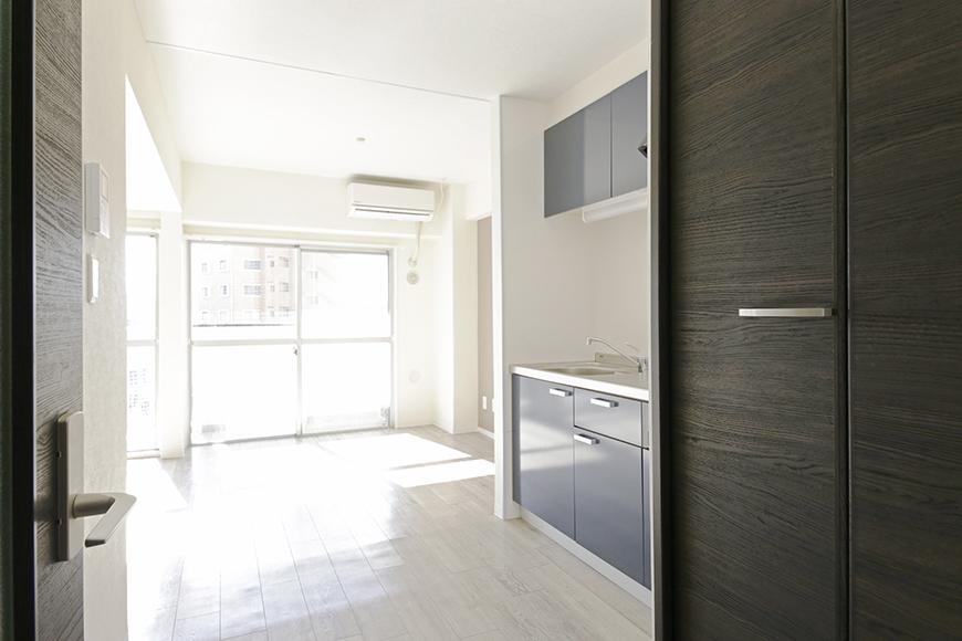 【おがわビル】601号室_LDK_廊下からLDK、キッチンへ_MG_2988
