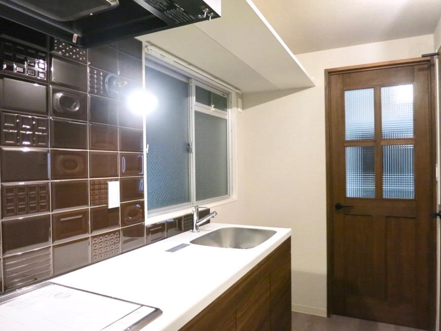 モダンヴィンテージのスタイリッシュなキッチン周り。ARTPIA SAKAE 501号室2