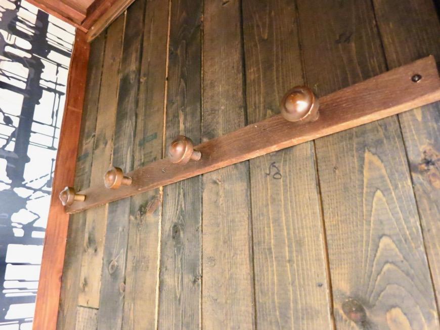廊下の納戸も和風テイストの木張り。収納スペース。古民家風戸建てリノベーション。BB Style~SAKIGAKE~0