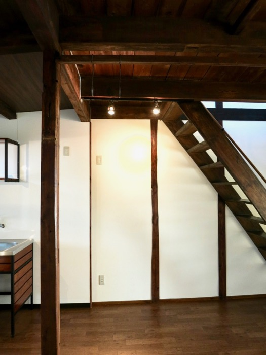 16帖LDK。和の天井・梁・柱が渋い!古民家風戸建てリノベーション。BB Style~SAKIGAKE~3