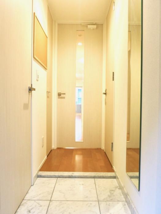 洗練された玄関。コンシェルジュがいる賃貸マンション。ロイヤルパークスERささしま0
