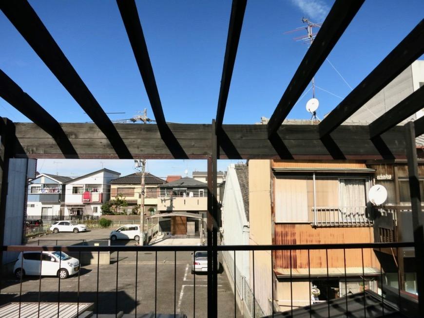 2階。広い縁側のようなウッドデッキのバルコニー。古民家風戸建てリノベーション。BB Style~SAKIGAKE~5