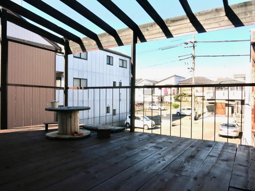 2階。広い縁側のようなウッドデッキのバルコニー。古民家風戸建てリノベーション。BB Style~SAKIGAKE~0