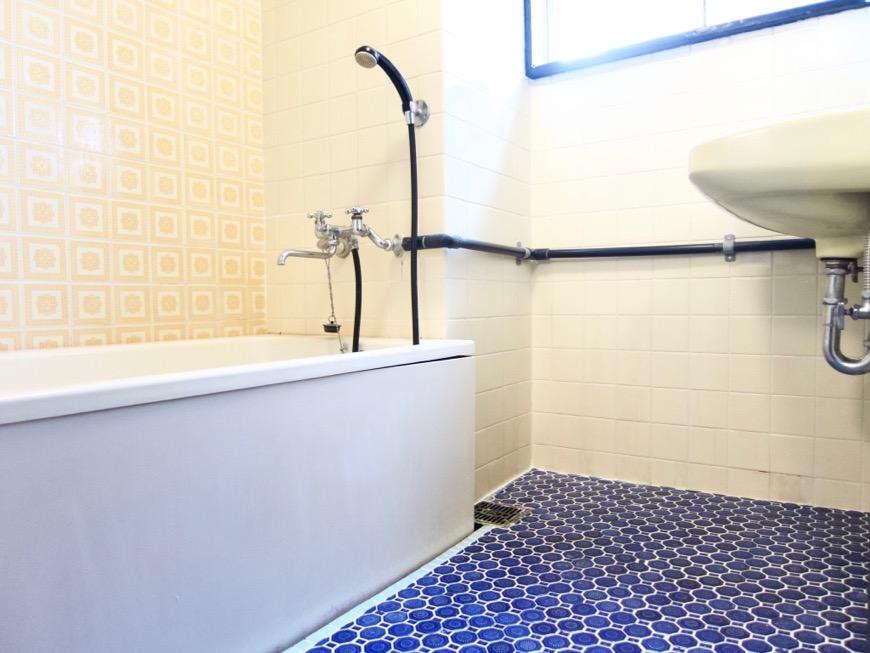 バスルーム。レトロなタイル貼り。70年代ノスタルジック Ma Chambre Fuji 406号室0