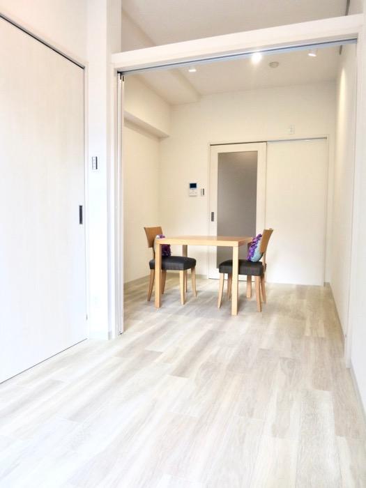 8.3帖(洋室3.6帖、D 4.7帖)の明るいお部屋。AZUR YABACHO 3C号室。上品なホワイトの中で。5