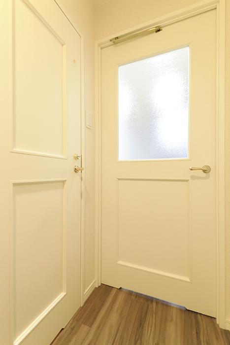 久屋大通【セント・レジス泉】604号室_廊下_トイレ・リビングへのドア_MG_6068