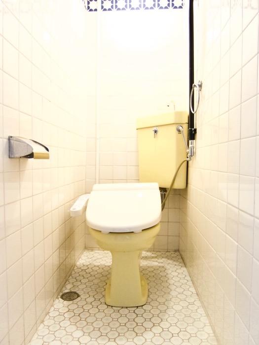 トイレ。レトロなタイル貼り。70年代ノスタルジック Ma Chambre Fuji 406号室0