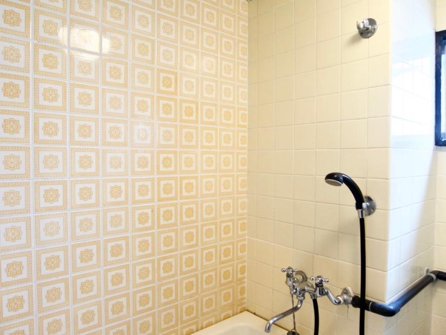バスルーム。レトロなタイル貼り。70年代ノスタルジック Ma Chambre Fuji 406号室5