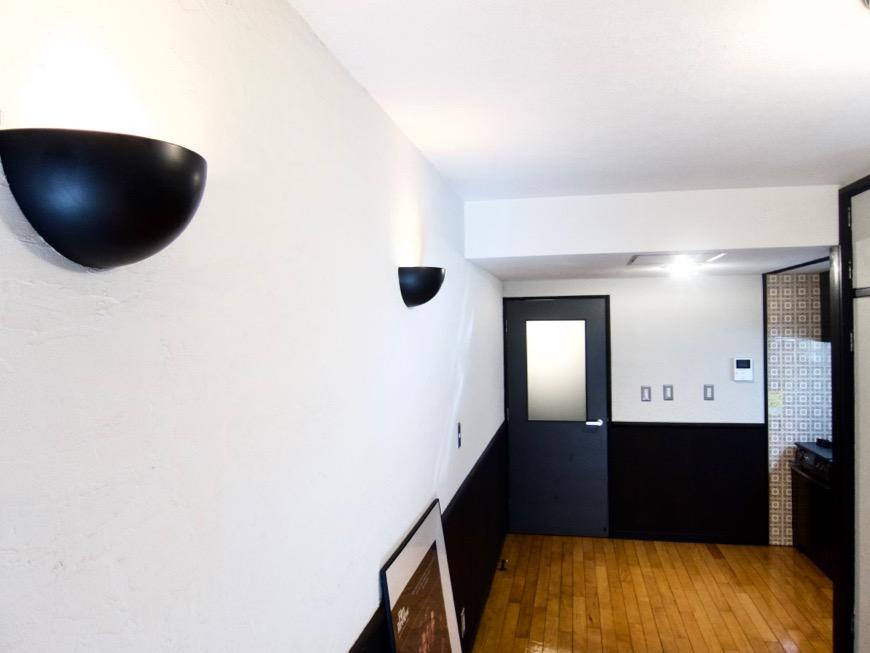洋室8帖 モノトーンが美しい70年代ノスタルジックなお部屋。Ma Chambre Fuji 406号室1