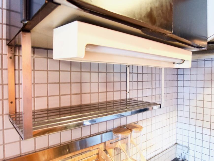 キッチン。レトロ感溢れるキッチン台。ARK HOUSE 8C11