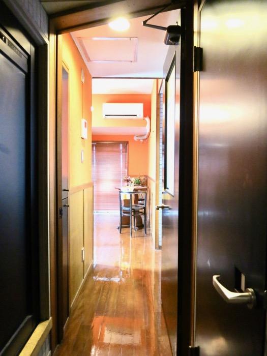 玄関。タイル張りの玄関。ARK HOUSE 8C4