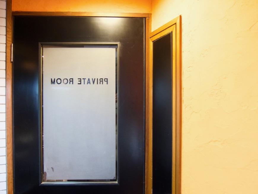 プライベートルームお洒落な扉。ダークブルーの扉。収納。ARK HOUSE 8C1