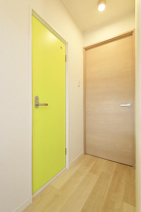 いりなか駅【南山ビル】_403号室_リビング_トイレへのドア_MG_3975