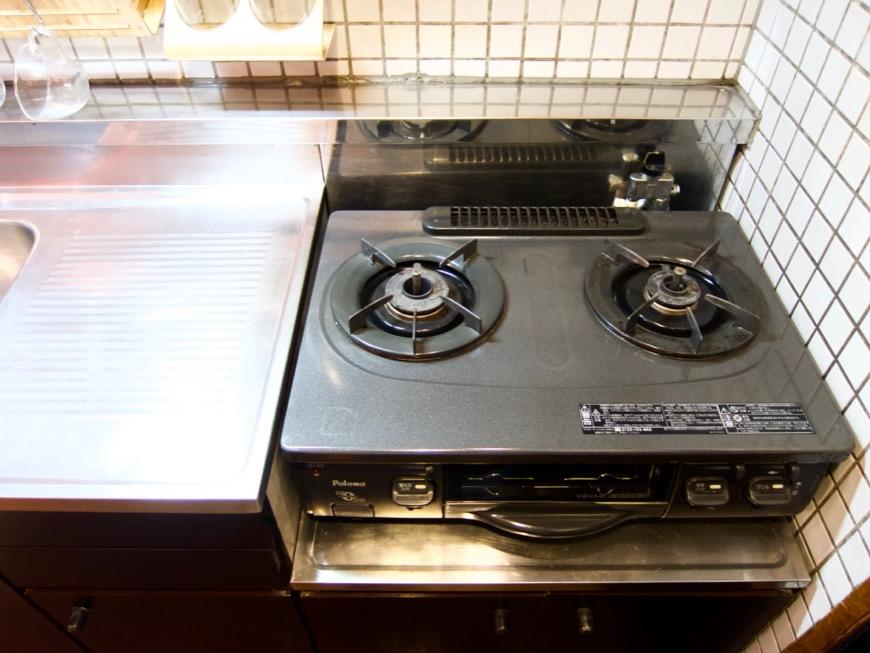 キッチン。レトロ感溢れるキッチン台。ARK HOUSE 8C4