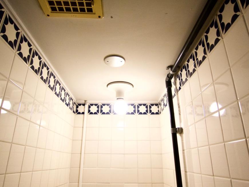 トイレ。レトロなタイル貼り。70年代ノスタルジック Ma Chambre Fuji 406号室2