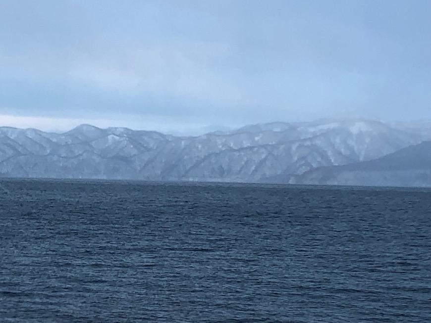 支笏湖畔の山々の中でも好きな山です。今年は山肌の雪が少なかったです。  山肌の雪が多ければ、まるで外国にある山脈群に見えます(^_^)_IMG_7517