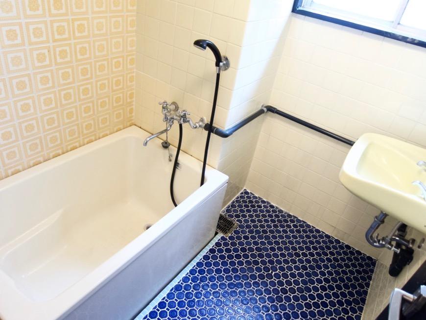 バスルーム。レトロなタイル貼り。70年代ノスタルジック Ma Chambre Fuji 406号室1
