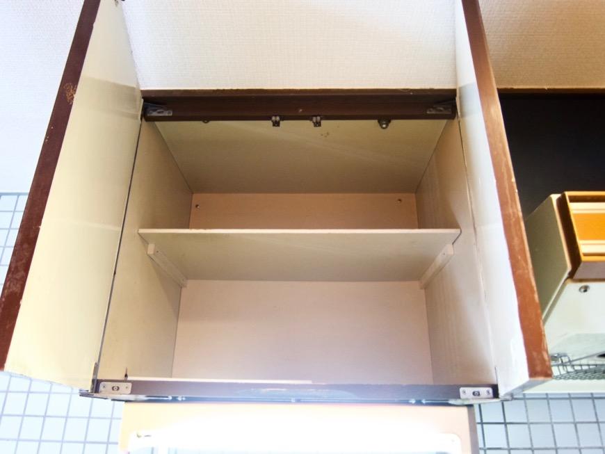キッチン。レトロ感溢れるキッチン台。ARK HOUSE 8C12