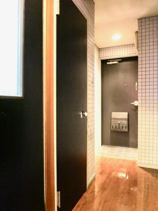 玄関。タイル張りの玄関。ARK HOUSE 8C8