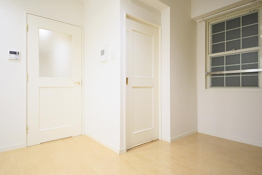 久屋大通【セント・レジス泉】502号室_リビング_水周りへのドア_MG_6386