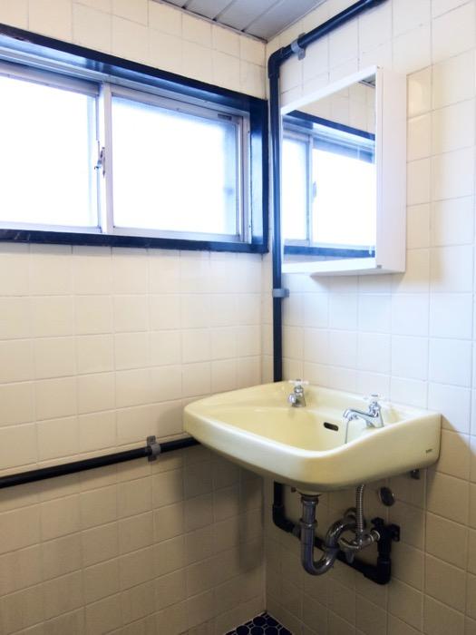 バスルーム。レトロなタイル貼り。70年代ノスタルジック Ma Chambre Fuji 406号室3