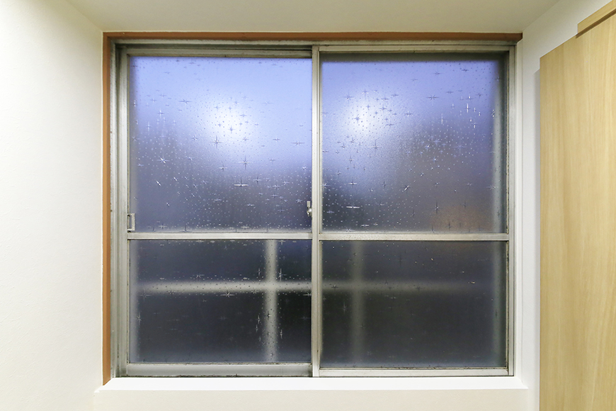 本山【平和第2マンション】1A号室_玄関周りの窓_MG_5004