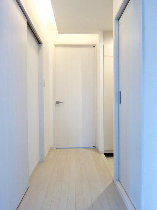 玄関&廊下 スタイリッシュ&クールな空間。 FIRST RESIDENCE SAKAE7