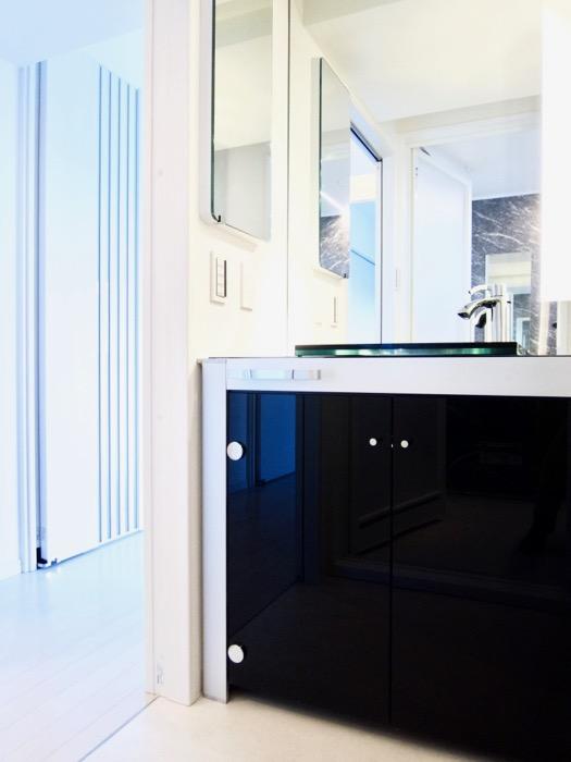サニタリールーム。鏡が美しい。 スタイリッシュ&クールな空間。 FIRST RESIDENCE SAKAE3