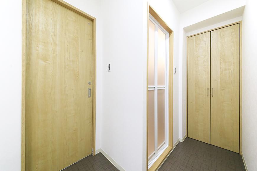 本山【平和第2マンション】1A号室_水周り_トイレ・バスルームへのドア_MG_5108