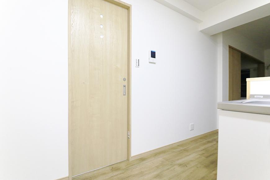 本山【平和第2マンション】1A号室_LDK_水周りへのドア_MG_5080