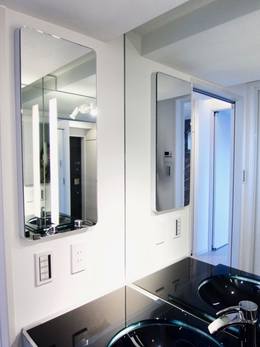 サニタリールーム。鏡が美しい。 スタイリッシュ&クールな空間。 FIRST RESIDENCE SAKAE6