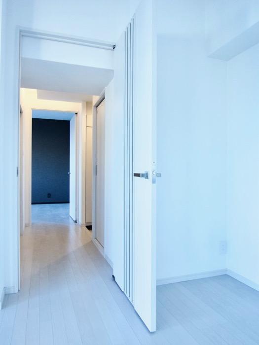 玄関&廊下 スタイリッシュ&クールな空間。 FIRST RESIDENCE SAKAE8