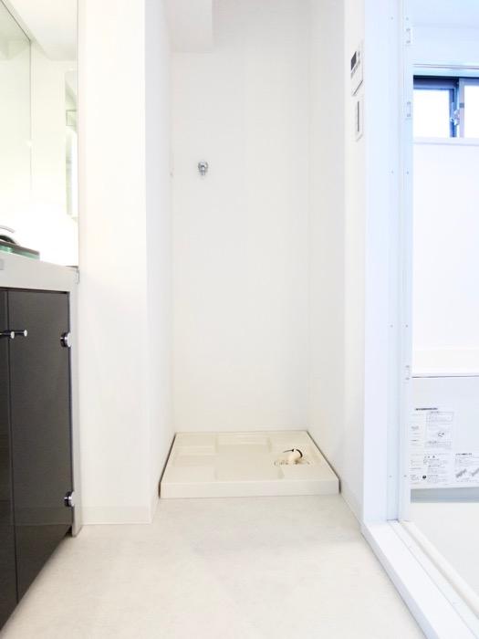 サニタリールーム。鏡が美しい。 スタイリッシュ&クールな空間。 FIRST RESIDENCE SAKAE1
