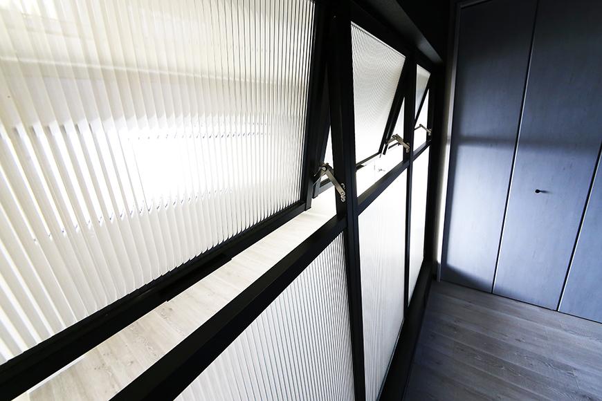 上社【ピースキャピタル上菅】305号室_リビングと洋室の間の窓_MG_4483