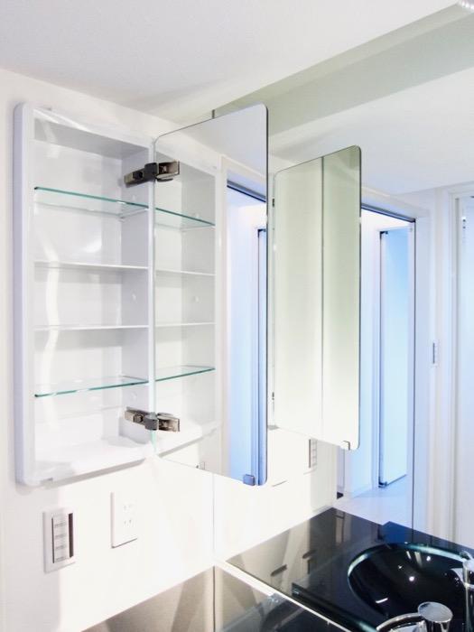 サニタリールーム。鏡が美しい。 スタイリッシュ&クールな空間。 FIRST RESIDENCE SAKAE5