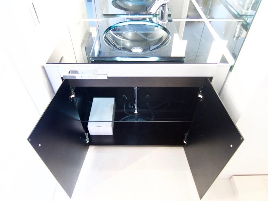 サニタリールーム。鏡が美しい。 スタイリッシュ&クールな空間。 FIRST RESIDENCE SAKAE7