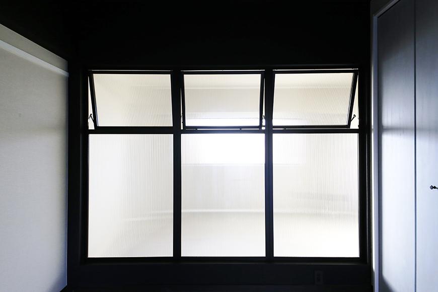 上社【ピースキャピタル上菅】305号室_リビングと洋室の間の窓_MG_4476